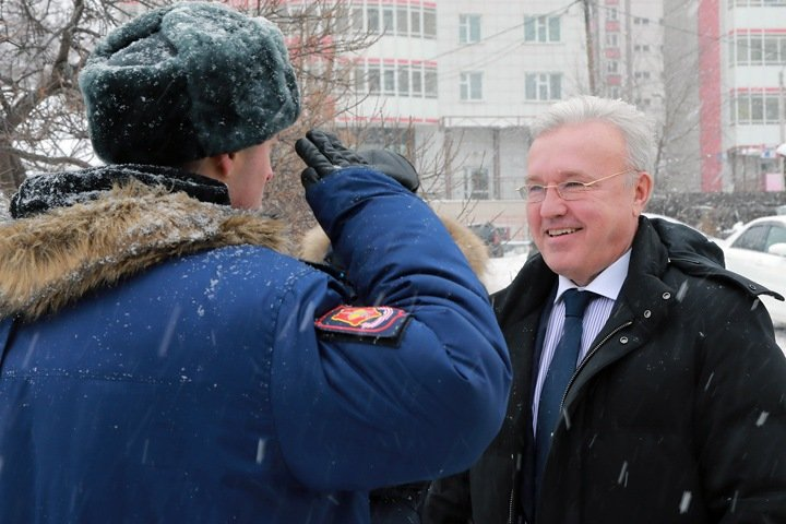 Сибиряки сидят без работы, а губернаторы богатеют. Числа недели