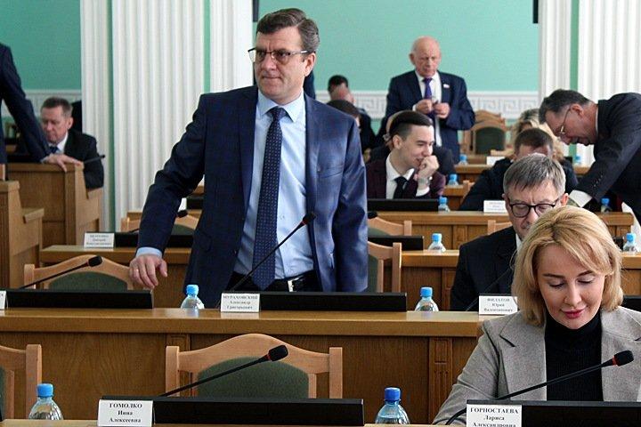 Фирмы отдыхавшего в лесу с омским министром бизнесмена получили госконтракты на 2 млрд