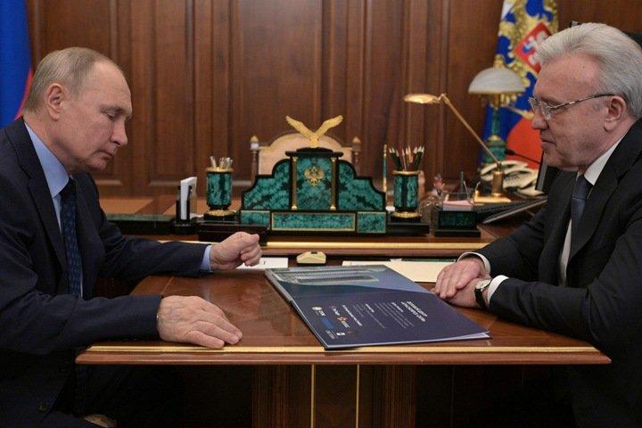 Путин поговорил с красноярским губернатором о топляках