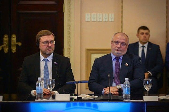 Красноярский сенатор предложил доработать законопроект о недопуске на выборы тех, кто финансово поддерживал Навального
