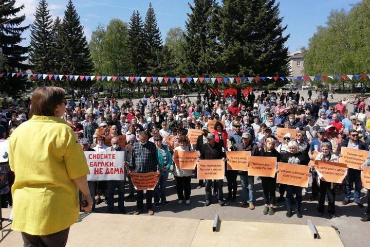 Сотни барнаульцев вышли на митинг против застройки частного сектора