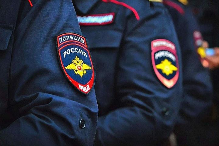 Новосибирский полицейский подозревается в ограблении прохожего