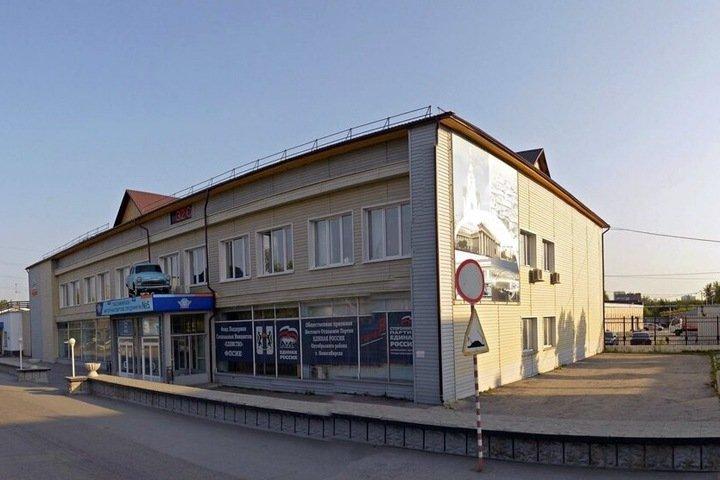 Связанный с новосибирским депутатом перевозчик продает здание в Октябрьском районе города