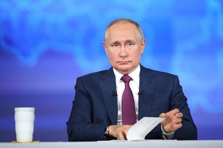Крыша течет, связь пропадает: на что жители Сибири пожаловались Путину во время «Прямой линии»