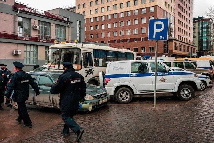 Освобождение застрелившего 19-летнего новосибирца полицейского назвали «одобрением преступления»