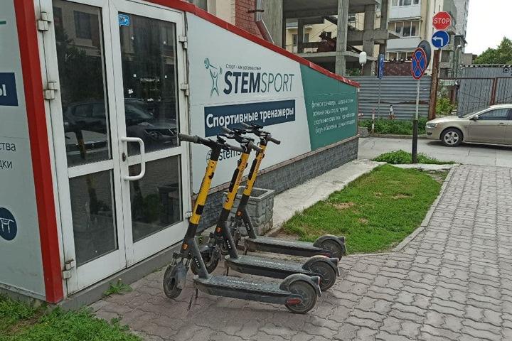 Локоть анонсировал снижение скорости электросамокатов в городе и ужесточение правил их парковки