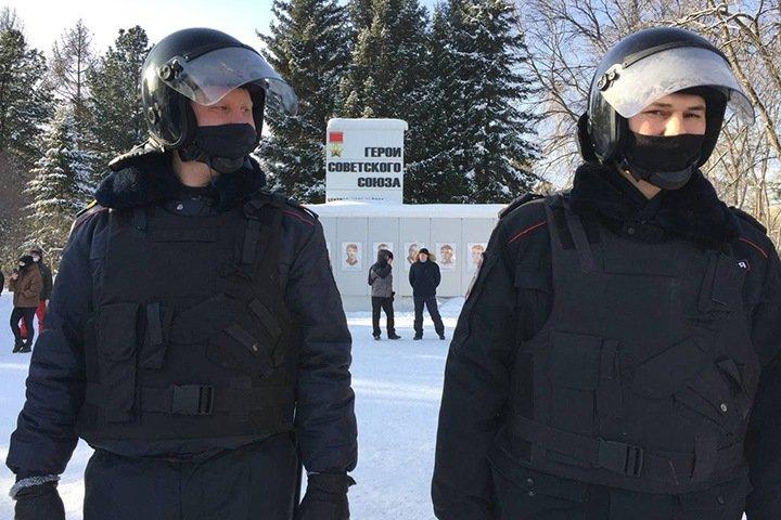 Суд начал рассматривать иск кемеровской полиции к сторонникам Навального из-за акций протеста
