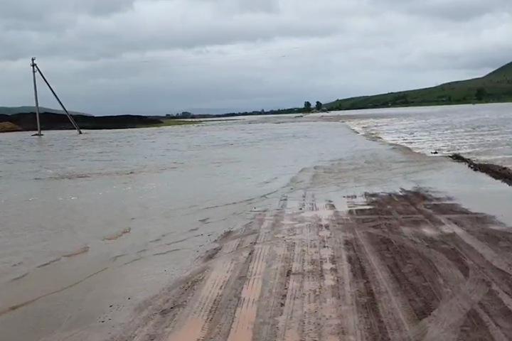 Паводок разрушил мост и отрезал от райцентра села в Забайкалье