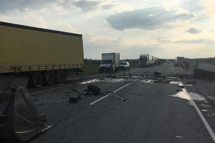 Водитель погиб при столкновении трех автомобилей на трассе под Новосибирском