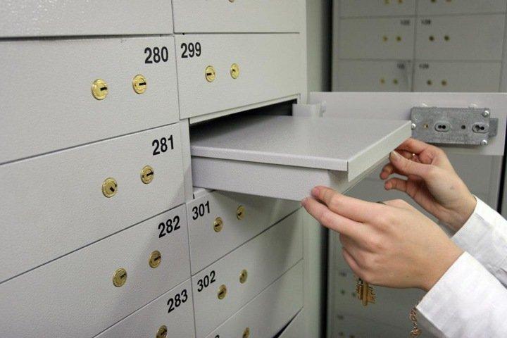 Альфа-банк назвал «совпадением» закрытие новосибирского офиса, где из ячеек депозитария пропали деньги