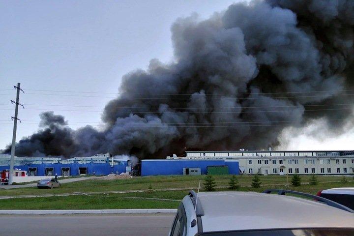 Входящий в группу «Черкизово» «Алтайский бройлер» горит в Бийске