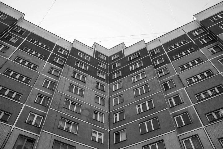 Жительница Бийска сбросила трехмесячную дочь с седьмого этажа