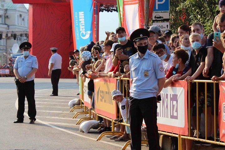 Тысячи омичей собрали на ралли «Шелковый путь» во время запрета на массовые мероприятия