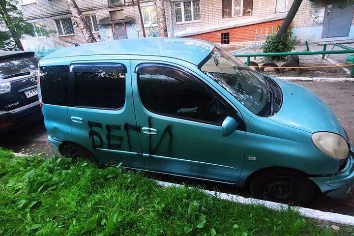 «Беги»: Томскому независимому депутату неизвестные пробили шины