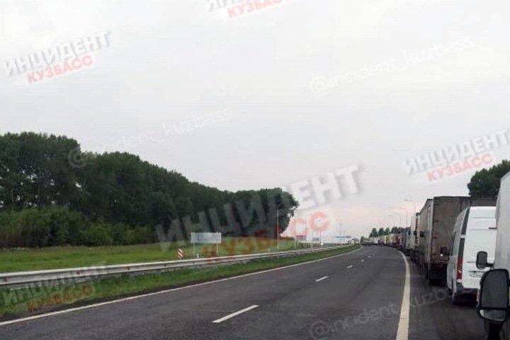 Часть машин не пускали в Кемерово во время визита президента