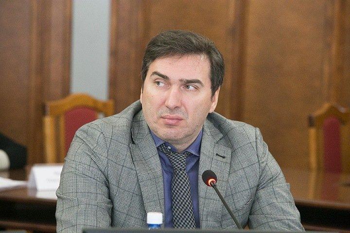 Глава новосибирского минздрава отказался отвечать, поставил ли он прививку от ковида