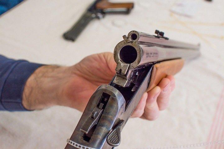 Житель Алтая ранил двух человек из ружья
