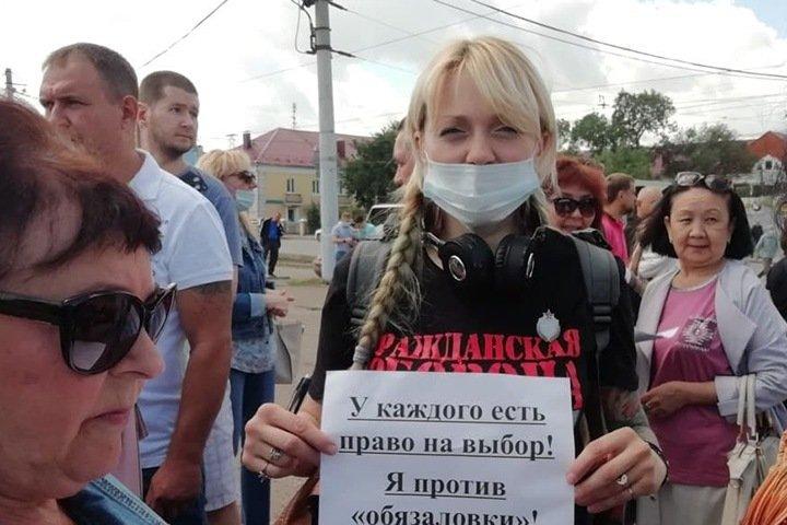 Митинг против обязательной вакцинации от коронавируса прошел в Омске