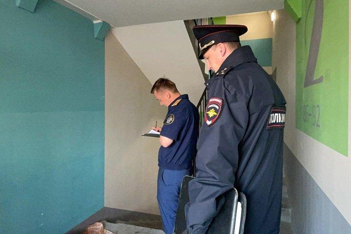 Расчлененное тело нашли в подъезде дома в Томской области