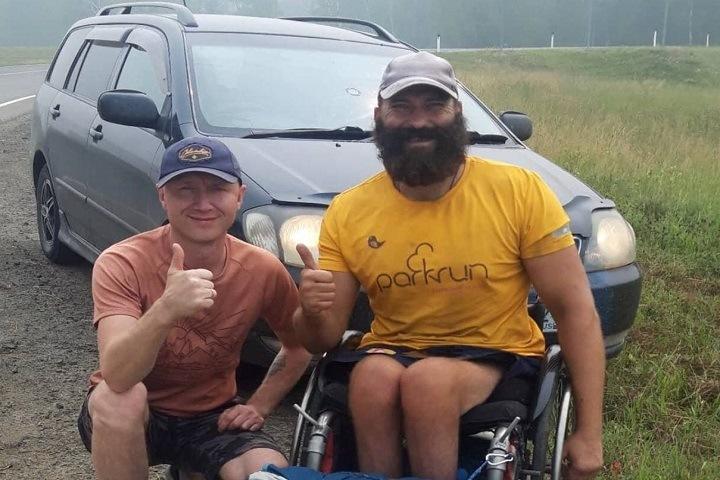 Путешественник из Ачинска добрался на инвалидной коляске до Байкала