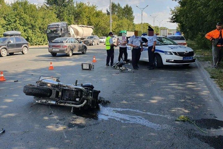 Мотоциклист разбился на Бердском шоссе в Новосибирске