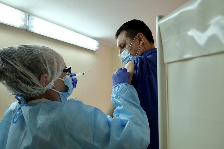 Минздрав назвал Хакасию лидером по охвату вакцинации от коронавируса