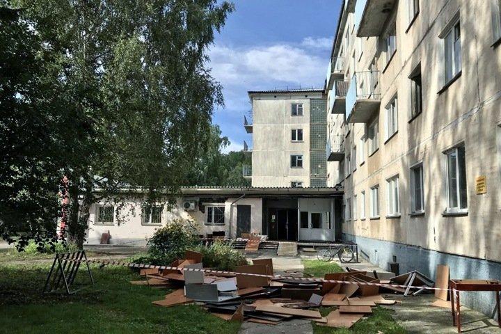 Общежитие Новосибирского госуниверситета начали готовить к сносу после Мишустина. Студенты были против выселения