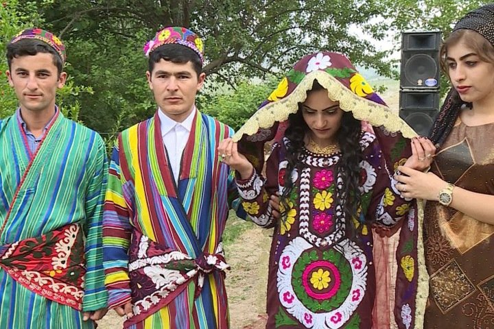 Таджики в Сибири: строители, продавцы и врачи
