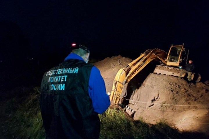 Работавшего без договора мужчину засыпало землей при демонтаже трубы в Томске