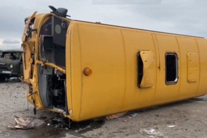 Десять человек пострадали в ДТП со школьным автобусом в Иркутской области