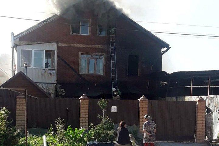 Порыв газопровода произошел при крупном пожаре в Новосибирске