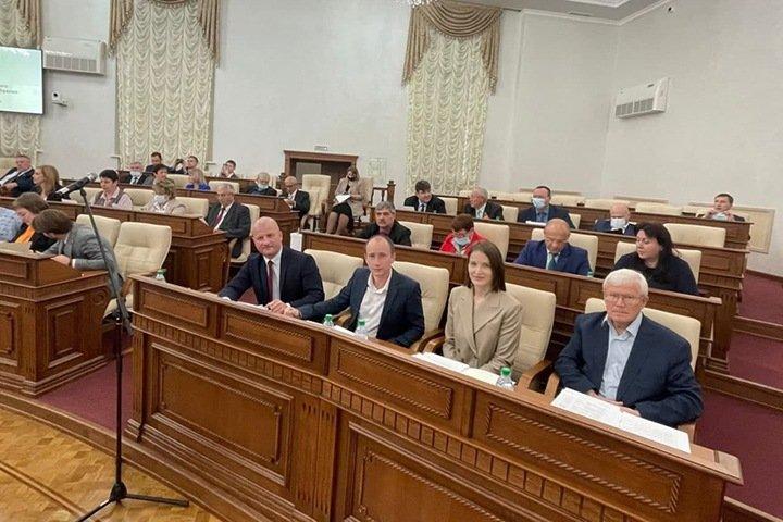 «Как вы работаете на рейтинг КПРФ — не работает никто»: как выбирали руководство и сенатора в алтайском заксобрании, где «ЕР»потеряла большинство