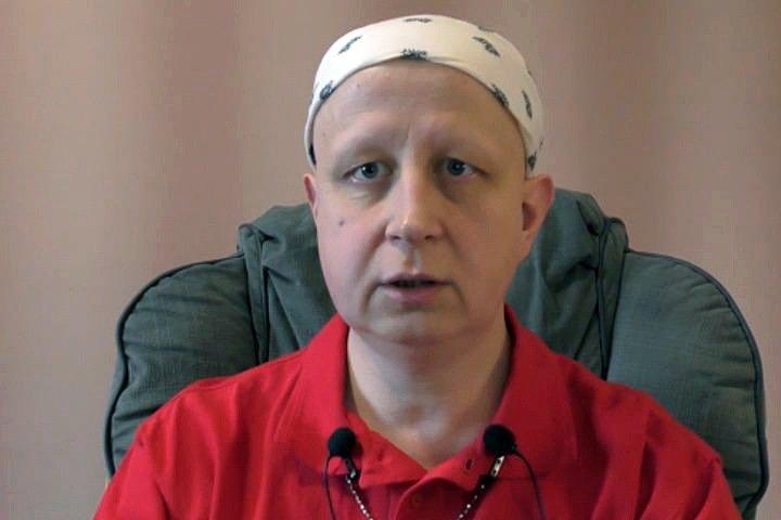 «Мы действительно для них никто»: мать помещенного в психбольницу иркутского активиста рассказала о принудительной терапии и голодовке сына