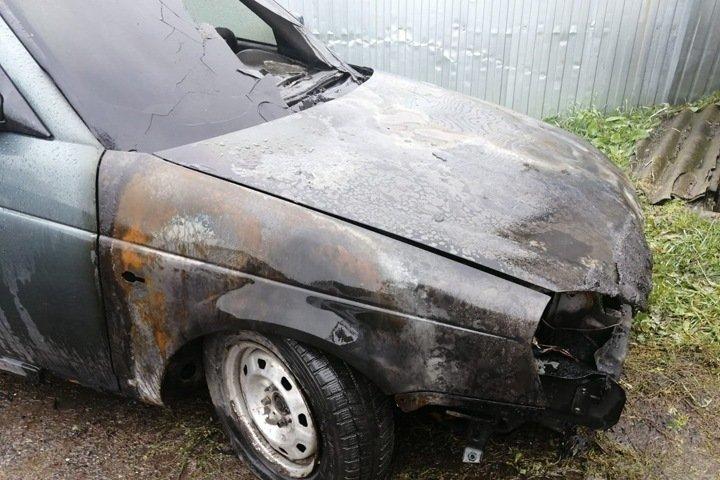 Машину начальника полиции сожгли в Алтайском крае
