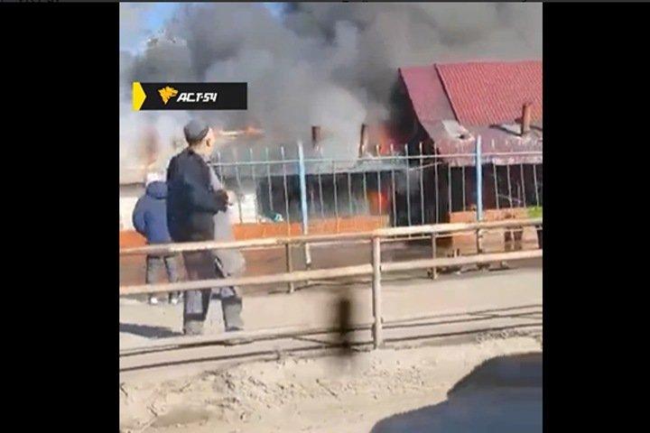 Кафе загорелось в Новосибирске